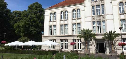 Das Kurhaus Bad Hamm im Sommer.