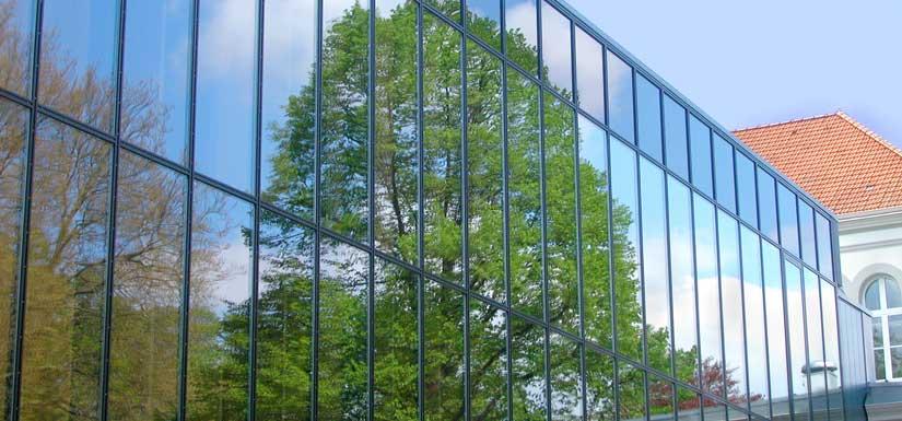Die große Glasfront am Kurhaus Bad Hamm.